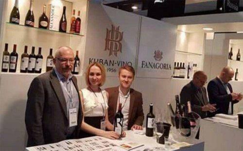 В вероне гостям разлили почти три тысячи бокалов вина от «кубань-вино» - «челябинская область»